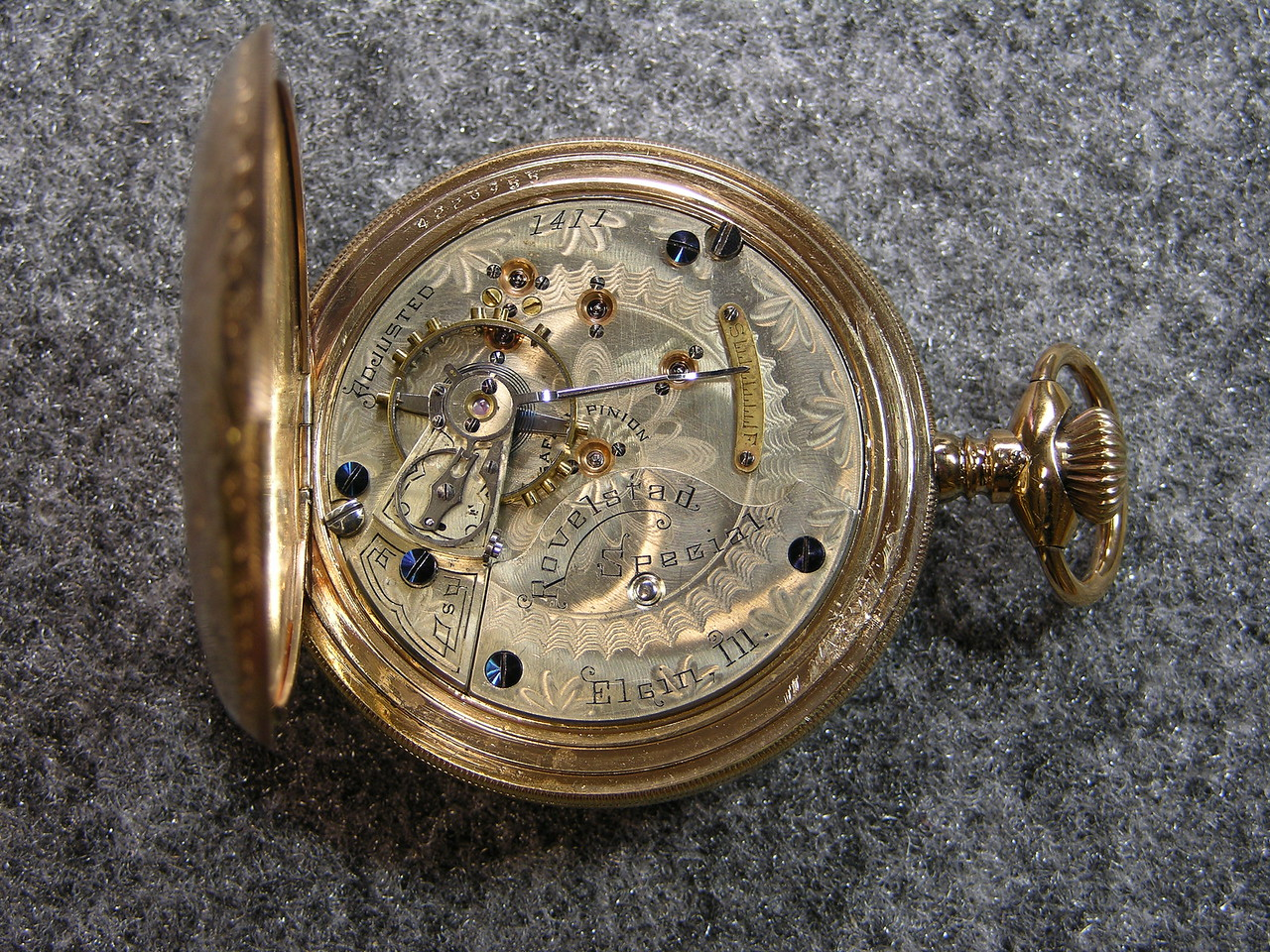 933 movement, SN 1537                            16 jewels, manufactured 1893-1895          total production 650. Sorry! This an Elgin. Will try to find the 933 and replace the picture.