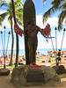statue of legendary surfer duke kahanamoku at waikiki beach