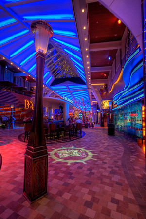 Allure of the Seas, Promenade