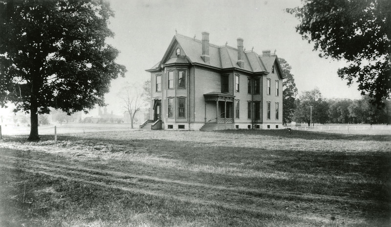 Old Athletic House exterior, 1910; X1305