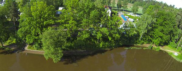 Di 5.6. morgens um 8: Das Wasser zieht sich zurück vom Uferweg. Der Steg ist wieder aufgetaucht.