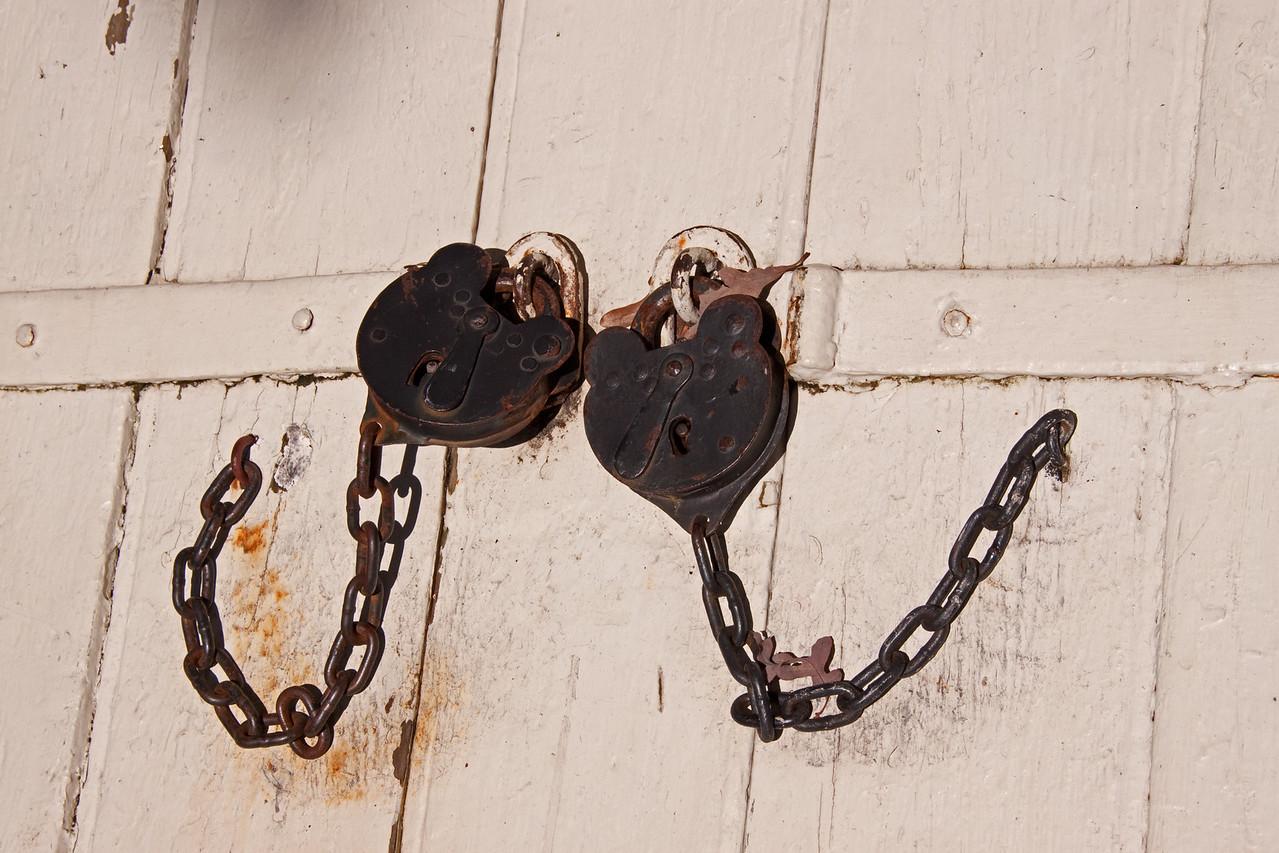 Colonial Locks