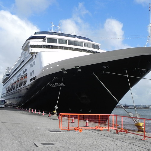 Pros and Cons of Cruises – Know Before You Go