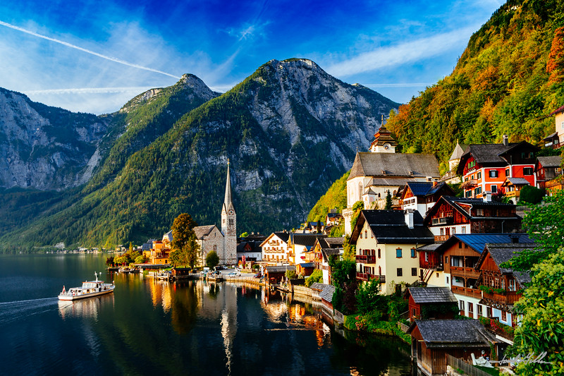 Sunrise in Hallstatt on the shore of Hallstatter See