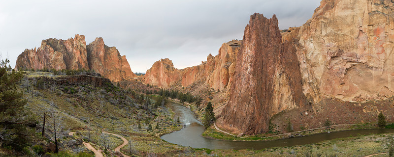 Crooked River meanders through Smith Rock State Park