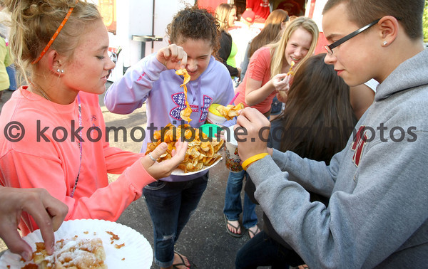 6-2-12<br /> Western Days in Russiaville<br /> Kenzie Quinn, 14, Hattie Johnson, 14, Kendall Bowley, 13, and Luke Bowley, 14 eating spiral cut fries covered in cheese.<br /> KT photo | Tim Bath