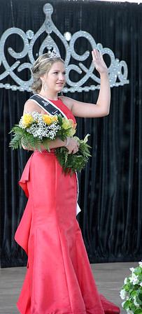 Retired 2019 Effingham County Junior Miss Queen Hali Kreke waves to the audience after reading her farewell letter during the 2020 Junior Miss pageant.
