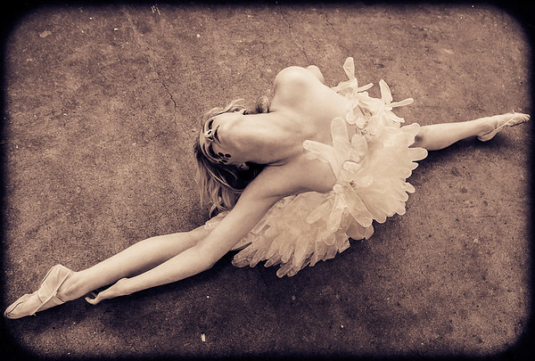 Hippy-Joe Weston from Sky TV Got To Dance doing the splits dress designed by Aleah Leighdesigns.
