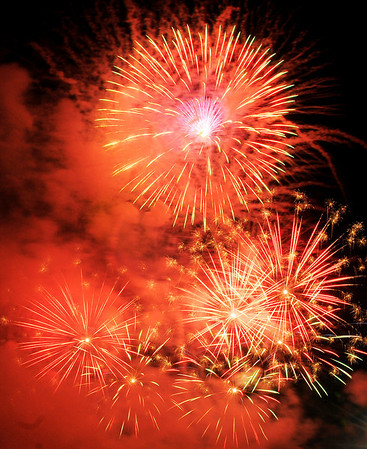 Don Knight/The Herald Bulletin<br /> Fireworks cap a night of activities at Hoosier Park Racing and Casino on Thursday.