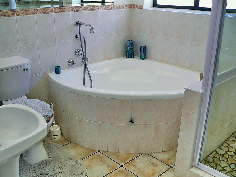 B4 Guest bath