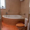 Pokoj kapielowy z wanna 2 osobowa, prysznicem i ogrzewaniem podlogowym/  The main bathroom with a big tub, shower cabin and the floor heating