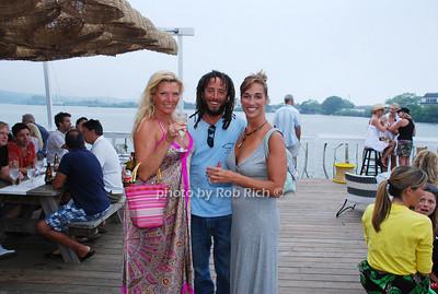 Beth, Stewart and Stephanie photo by Rob Rich © 2008 516-676-3939 robwayne1@aol.com