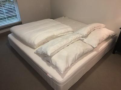 IKEA Hesstun King Pocket Spring Mattress - Medium Firm, 4 Arenpris King Pillows (2 Soft, 2 Firm) , Grulsbad King Comforter
