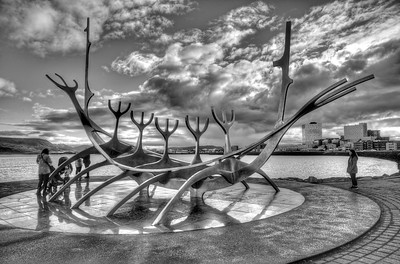 Sun Voyager sculpture in black & white to emphasize the lines