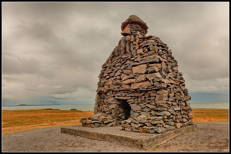 Bardur Snaefellsas statue in Arnarstapi