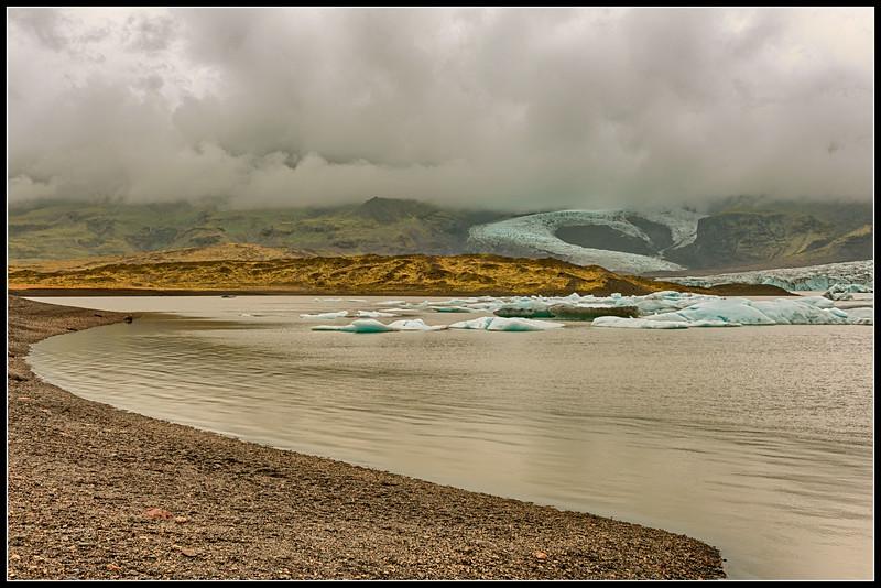 A leg of the Vatnajökull glacier (Vatna)  and icebergs
