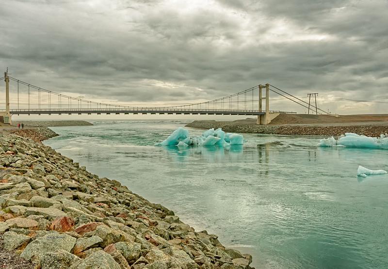 Icebergs leaving Jökulsárlón, glacial river lagoon