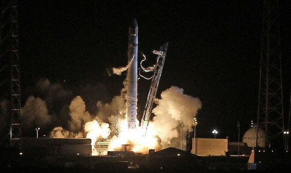 SpaceX Falcon 9 rocket launches from Cape Canaveral, May 23, 2012. Photo credit: Orlando Sentinel.