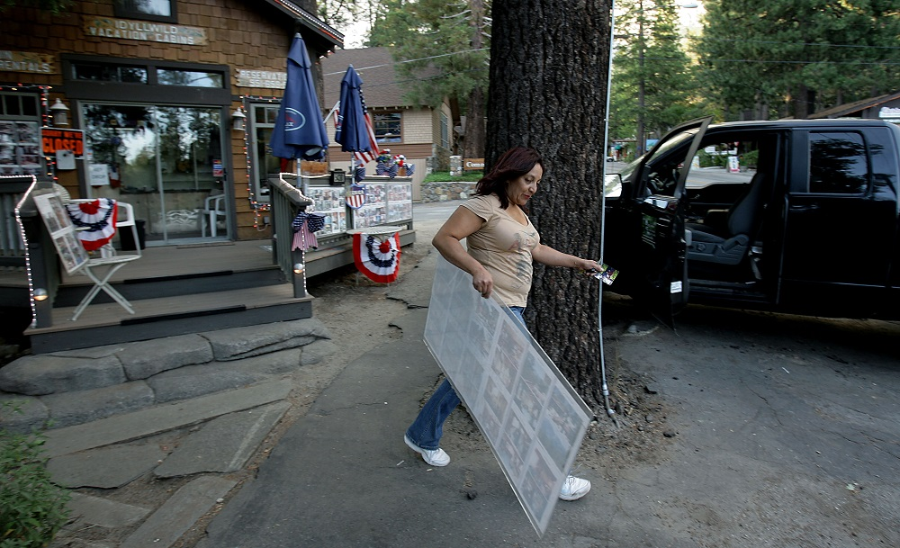 Description of . Idyllwild Vacation Cabins owner Martha Sanchez piles the last of her belongings into her truck as she evacuates Idyllwild as the The Mountain Fire burns closer to the city of Idyllwild, Calif., Wednesday July 17, 2013. Large parts of the Southern California communities of Idyllwild and Fern Valley were under evacuation orders with an estimated 300 to 400 homes affected, U.S. Forest Service spokeswoman Carol Jandrall said.  (AP Photo/The Press-Enterprise, Terry Pierson)