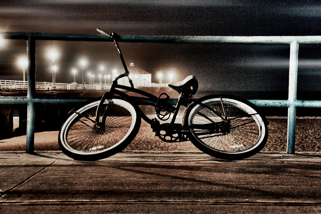 Stranded on the strand~<br /> <br /> The life of a beach cruiser in the south bay<br /> Manhattan Beach, CA.