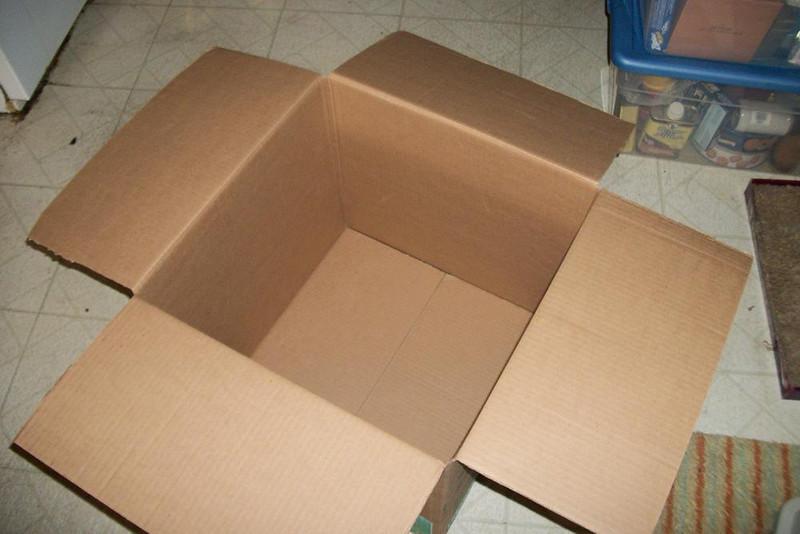 "Medium box 18""x18"""