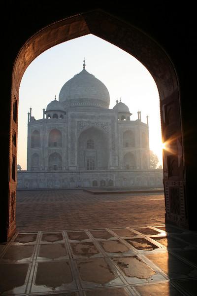 early morning at the taj mahal
