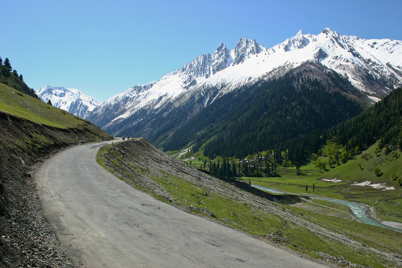 Heading out of Sonamarg on our way towards the Zoji La