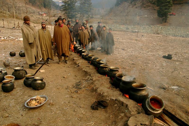 An outdoor Gujjar wedding feast