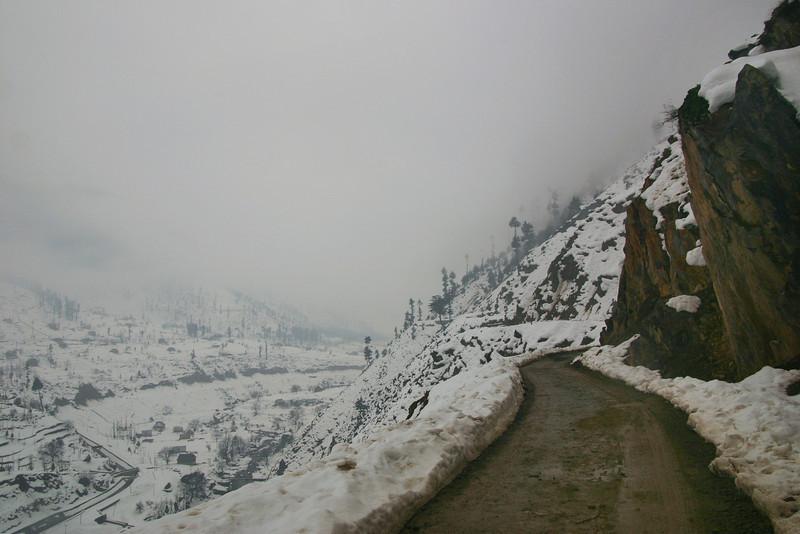 Winter road trip in Kashmir
