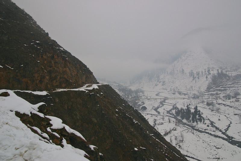 A gut-wrenching mountain road in Kashmir