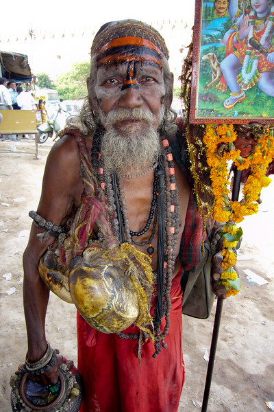 Photo courtesy of Martin & Marcus. I was shocked to see that this Sadhu was actually carrying two human skulls!