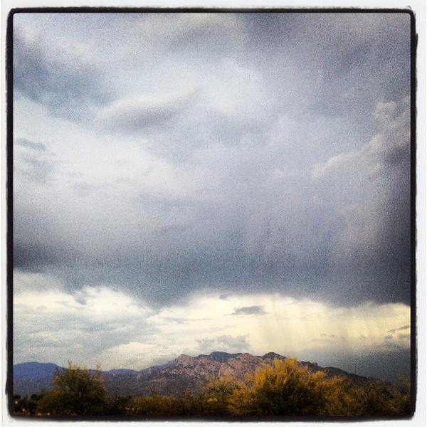 """#clouds #sky #tucson #arizona #az #igerstucson #instagramaz #storm via Instagram <a href=""""http://instagram.com/p/bNQ97biiic/"""">http://instagram.com/p/bNQ97biiic/</a>"""