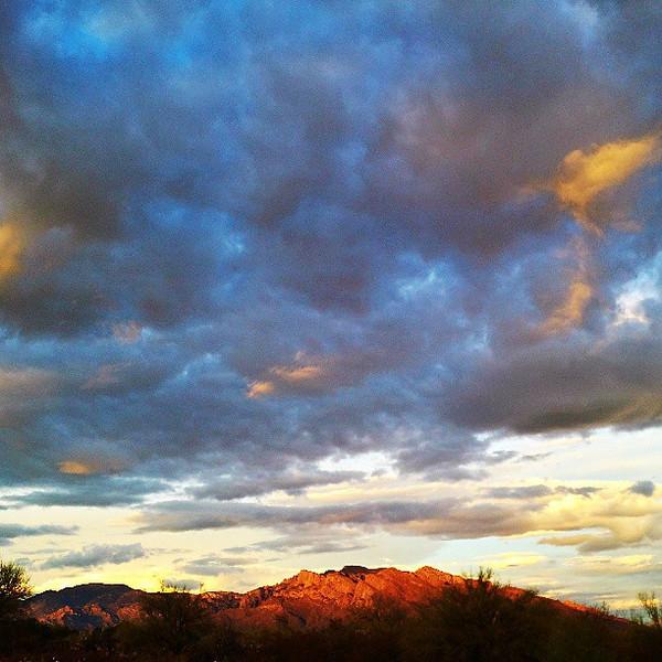 "#tucson #arizona #az #igerstucson #instagramaz #clouds via Instagram <a href=""http://instagram.com/p/cDjZSpCipJ/"">http://instagram.com/p/cDjZSpCipJ/</a>"