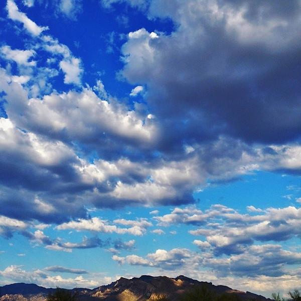 "#tucson#az#arizona#igerstucson#instagramaz#az365#azgrammers#instaaz#igersaz#igersarizona#azcentral#arizonalife#aznature#azscenery#desertscenery#azdesert#clouds#sky#catalinamountains#azwx via Instagram <a href=""http://instagram.com/p/gVmzETiim6/"">http://instagram.com/p/gVmzETiim6/</a>"