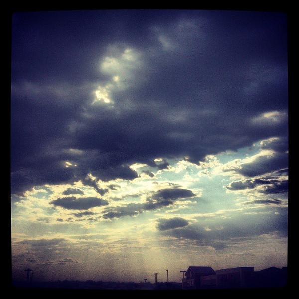 "#clouds #sky #tucson #arizona #az #igerstucson #instagramaz via Instagram <a href=""http://instagram.com/p/bKdSa-Cihy/"">http://instagram.com/p/bKdSa-Cihy/</a>"
