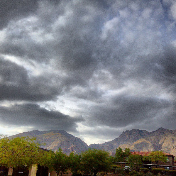 "#clouds #sky #tucson #az #catalinamountains via Instagram <a href=""http://instagram.com/p/X54EioCihz/"">http://instagram.com/p/X54EioCihz/</a>"
