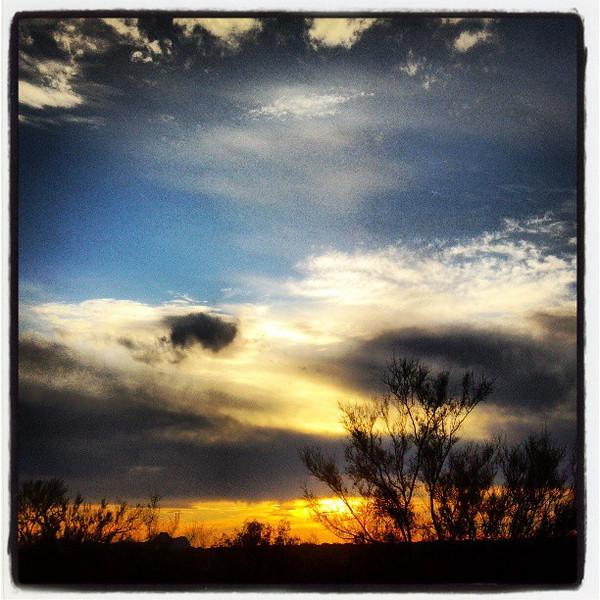 "#clouds #sky #tucson #az #sunset via Instagram <a href=""http://instagram.com/p/XYiYc8iign/"">http://instagram.com/p/XYiYc8iign/</a>"