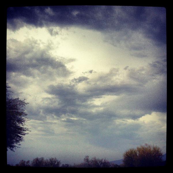 "#clouds #sky #tucson #arizona #az #igerstucson #instagramaz #storm via Instagram <a href=""http://instagram.com/p/bNQxU4CiiN/"">http://instagram.com/p/bNQxU4CiiN/</a>"