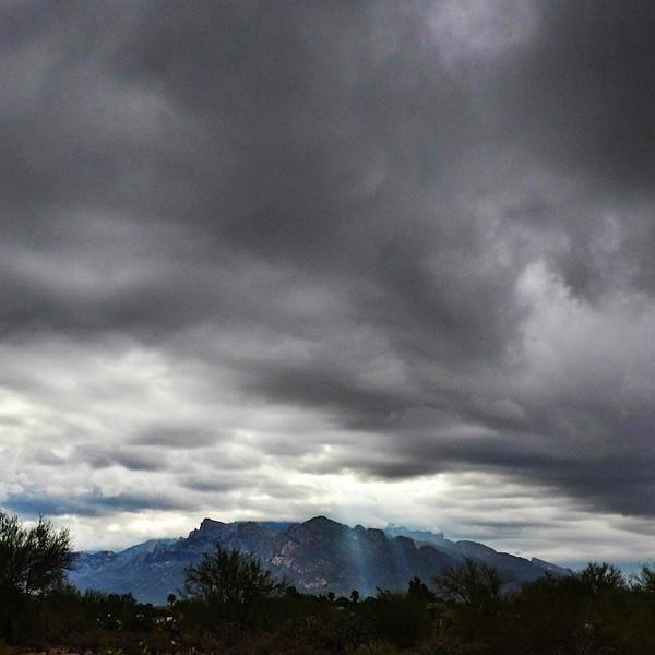 "#tucson#az#arizona#igerstucson#instagramaz #az365#azgrammers#instaaz#igersaz#igersarizona #azcentral#arizonalife#aznature#azscenery #desertscenery#azdesert#clouds#sky #catalinamountains#azwx via Instagram <a href=""http://instagram.com/p/hbITRoCii7/"">http://instagram.com/p/hbITRoCii7/</a>"