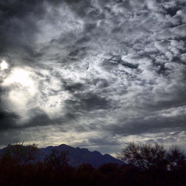 "#clouds #sky #tucson #az #catalinamountains via Instagram <a href=""http://instagram.com/p/YAlqmTCiq7/"">http://instagram.com/p/YAlqmTCiq7/</a>"