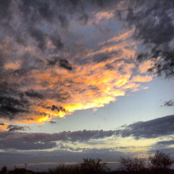 "#tucson #arizona #az #igerstucson #instagramaz #sky #clouds #sunset via Instagram <a href=""http://instagram.com/p/Y9IeLviipO/"">http://instagram.com/p/Y9IeLviipO/</a>"