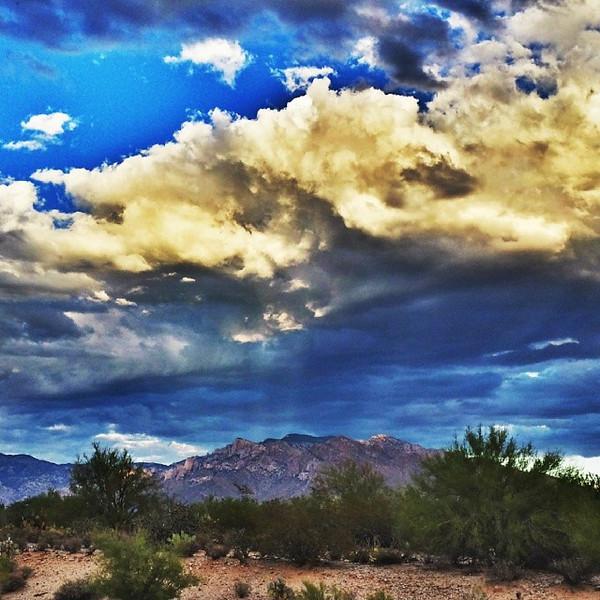 "#tucson#az#arizona#igerstucson#instagramaz #az365#azgrammers#instaaz#igersaz#igersarizona #azcentral#arizonalife#aznature#azscenery #desertscenery#azdesert#clouds#sky #catalinamountains via Instagram <a href=""http://ift.tt/1aofFkT"">http://ift.tt/1aofFkT</a>"