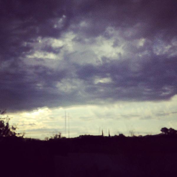 "#tucson #arizona #az #igerstucson #instagramaz #clouds via Instagram <a href=""http://instagram.com/p/bwRfBeiirP/"">http://instagram.com/p/bwRfBeiirP/</a>"