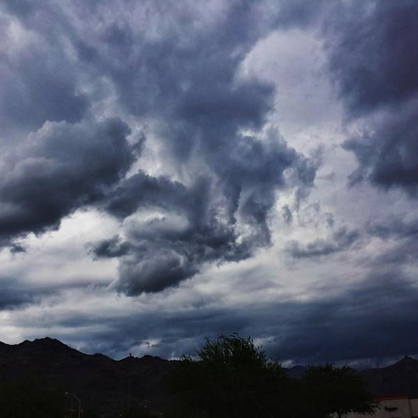 "#tucson#az#arizona#igerstucson#instagramaz #az365#azgrammers#instaaz#igersaz#igersarizona #azcentral#arizonalife#aznature#azscenery #desertscenery#azdesert#clouds#sky via Instagram <a href=""http://ift.tt/1i1QnM4"">http://ift.tt/1i1QnM4</a>"