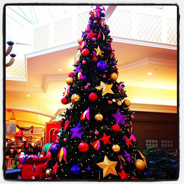 Les Rivieres Mall holding on to #Christmas Tree. #quebec