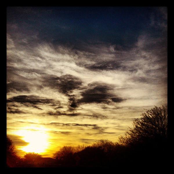 "#clouds #sky #tucson #az #sunset via Instagram <a href=""http://instagram.com/p/XjELn2iipw/"">http://instagram.com/p/XjELn2iipw/</a>"