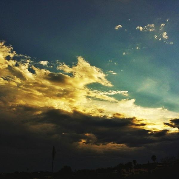 "#tucson#az#arizona#igerstucson#instagramaz #az365#azgrammers#instaaz#igersaz#igersarizona #azcentral#arizonalife#aznature#azscenery #desertscenery#azdesert#clouds#sky #azwx via Instagram <a href=""http://instagram.com/p/iJdoFAiijS/"">http://instagram.com/p/iJdoFAiijS/</a>"