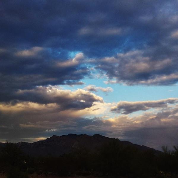 "#tucson#az#arizona#igerstucson#instagramaz #az365#azgrammers#instaaz#igersaz#igersarizona #azcentral#arizonalife#aznature#azscenery #desertscenery#azdesert#clouds#sky #catalinamountains#azwx via Instagram <a href=""http://instagram.com/p/gvY0i7Ciro/"">http://instagram.com/p/gvY0i7Ciro/</a>"