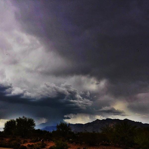 "#tucson#az#arizona#igerstucson#instagramaz #az365#azgrammers#instaaz#igersaz#igersarizona #azcentral#arizonalife#aznature#azscenery #desertscenery#azdesert#clouds#sky #catalinamountains#azwx via Instagram <a href=""http://instagram.com/p/jJ3aLZCitS/"">http://instagram.com/p/jJ3aLZCitS/</a>"
