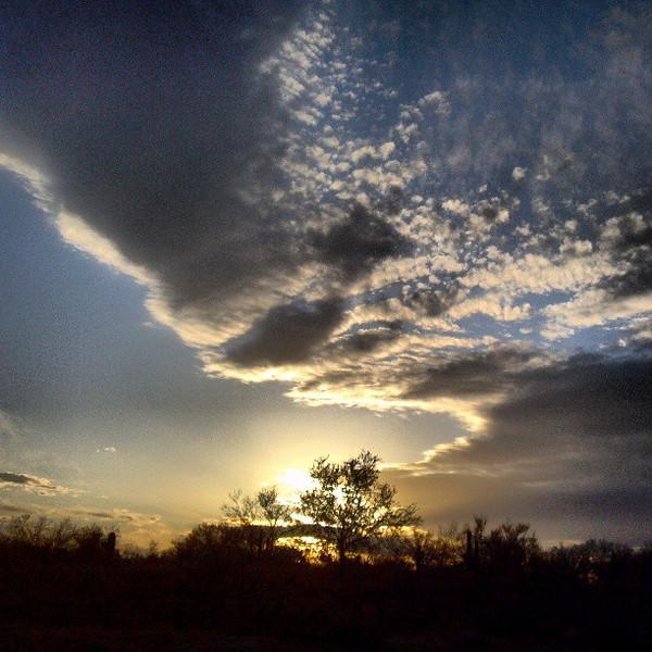 "#tucson #arizona #az #igerstucson #instagramaz #sky #clouds #sunset via Instagram <a href=""http://instagram.com/p/ZEsJtUCivH/"">http://instagram.com/p/ZEsJtUCivH/</a>"